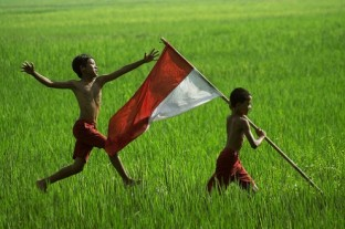 merah-putih-dan-anak-anak-Indonesia-496x330